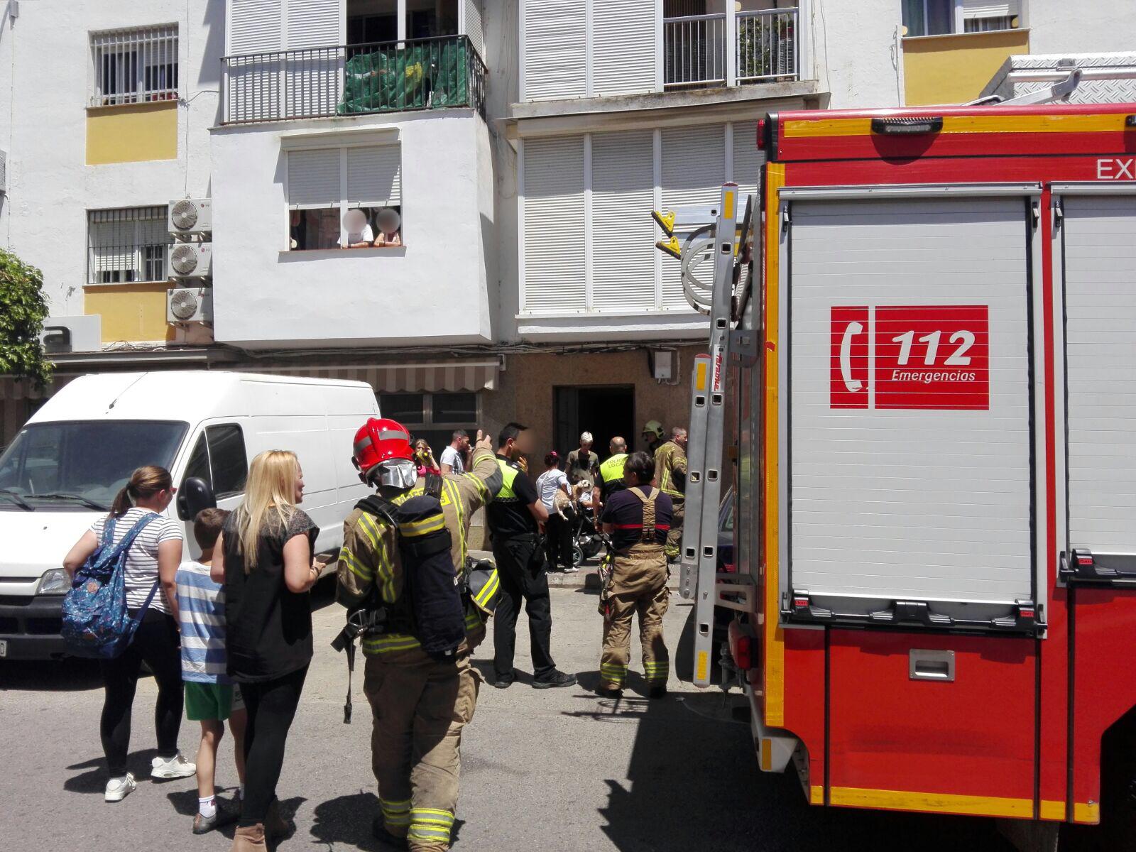 bomberos en la calle Juan Sebastián El Cano por el olor a gas
